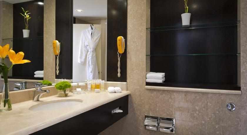 אמבטיה מלון הנסיכה