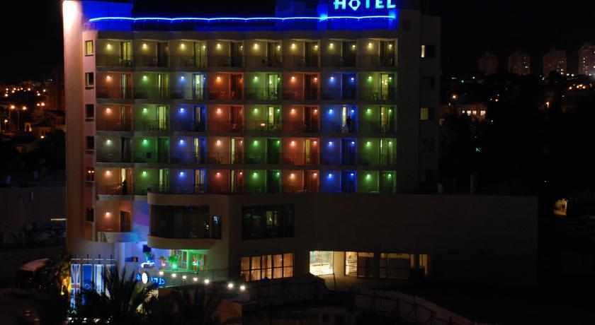 מלון עדי בלילה