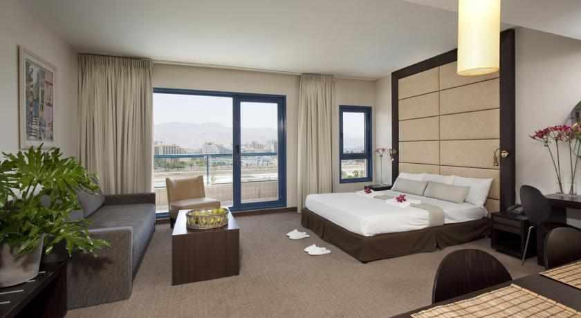 חדר דלקס מלון אסטרל נירוונה קלאב