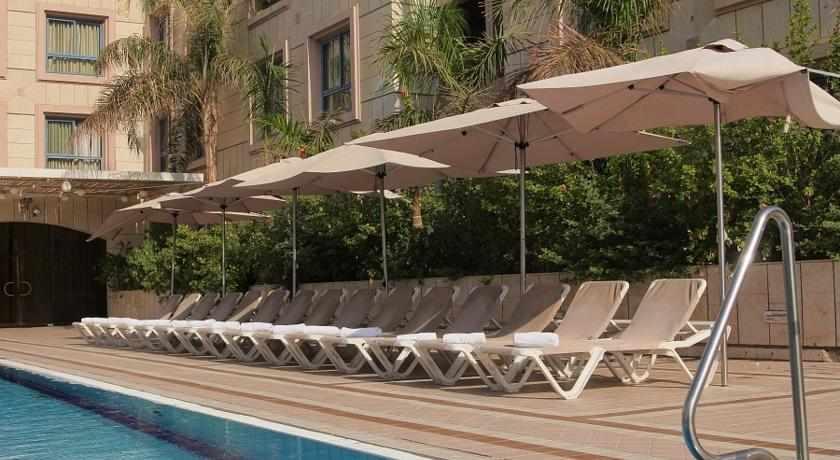 כסאות שיזוף מלון אסטרל נירוונה קלאב