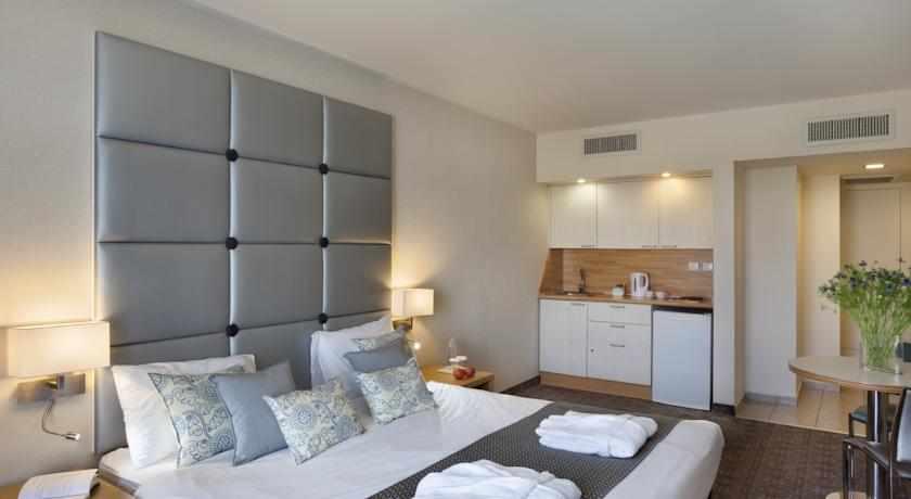 חדר זוגי מלון אסטרל נירוונה סוויטס