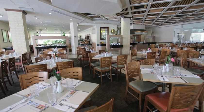 חדר אוכל מלון אסטרל וילג'