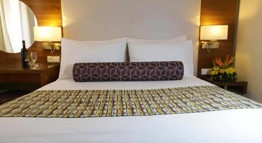 מיטה זוגית מלון אסטרל וילג'