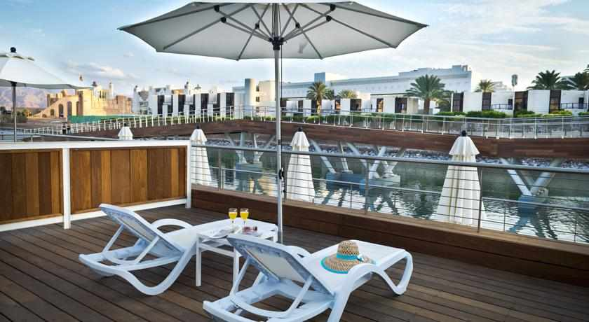 מרפסת מלון אסטרל פאלמה
