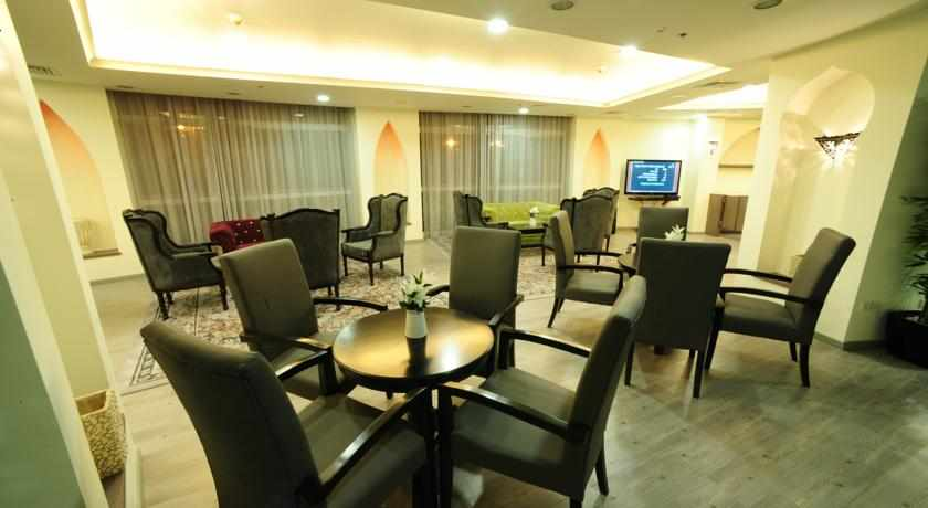 פינות ישיבה ואירוח במלון בי סיטי