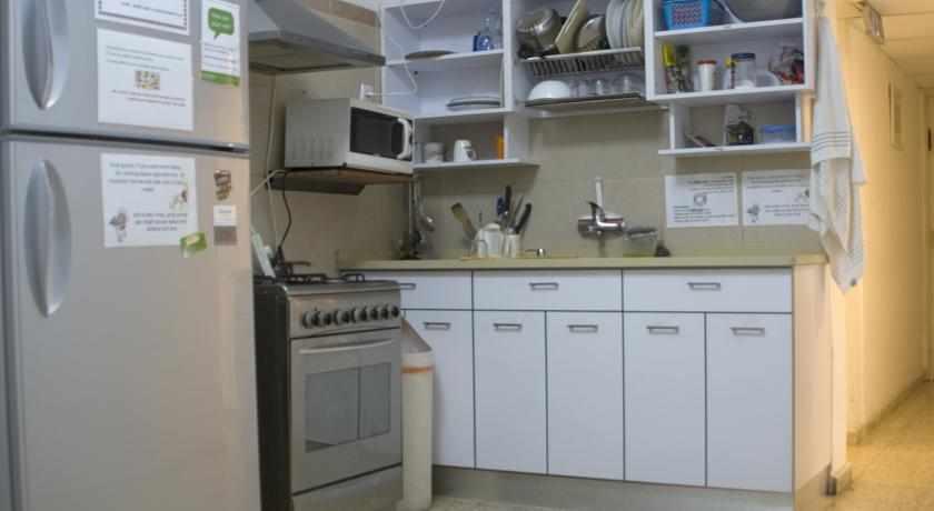 מטבח מאובזר אכסניית בית הערבה