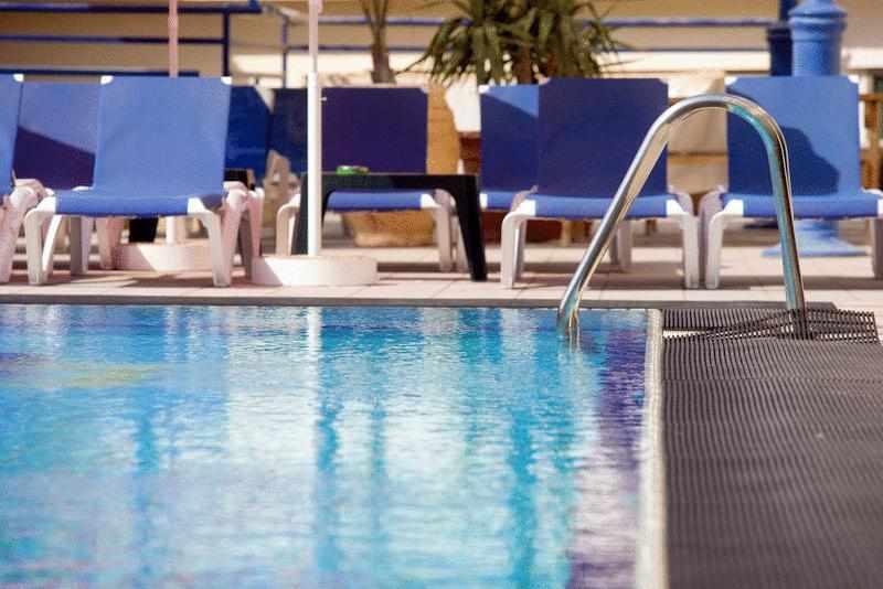 כסאות שיזוף מלון סי הוטל