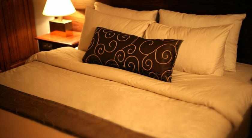 מיטה זוגית מלון קיסר