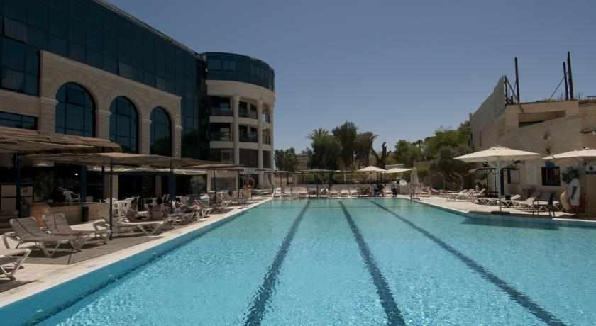 בריכת שחייה במלון סנטרל פארק