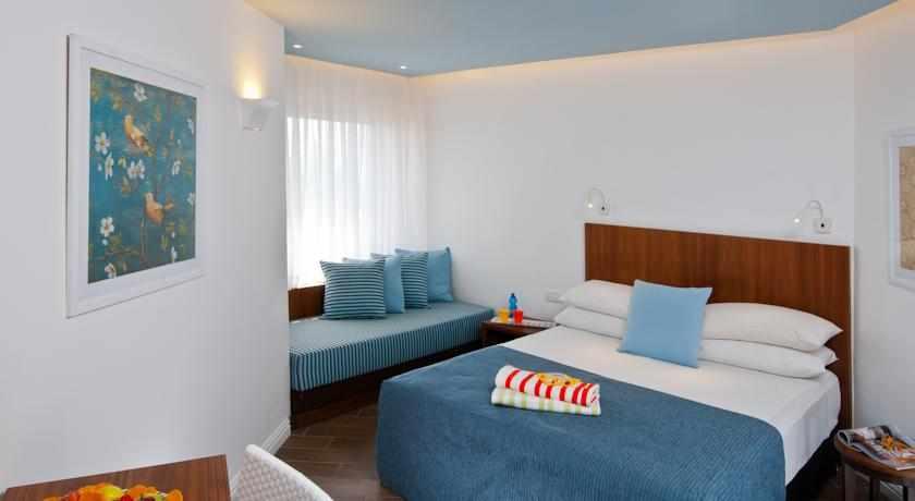 חדר משפחה מלון יו קורל ביץ' קלאב