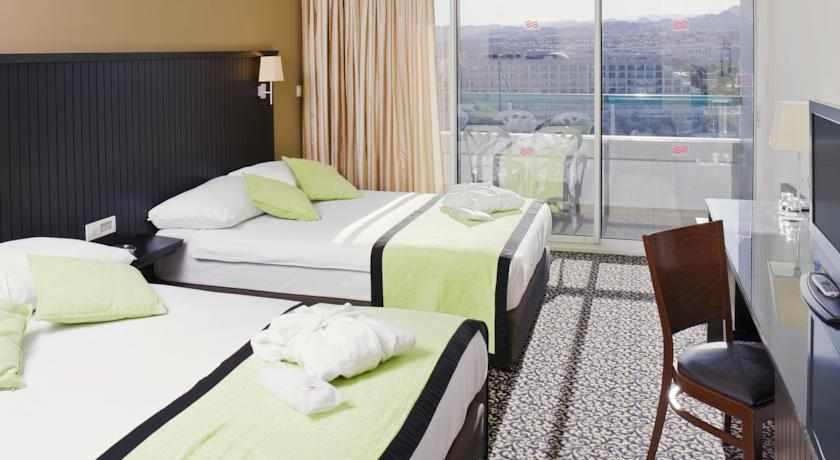 חדר משפחה מלון קראון פלאזה