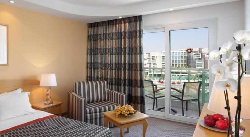 חדר עם מרפסת מלון דן פנורמה