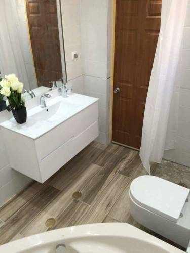 מקלחת ושירותים וילה גבריאל