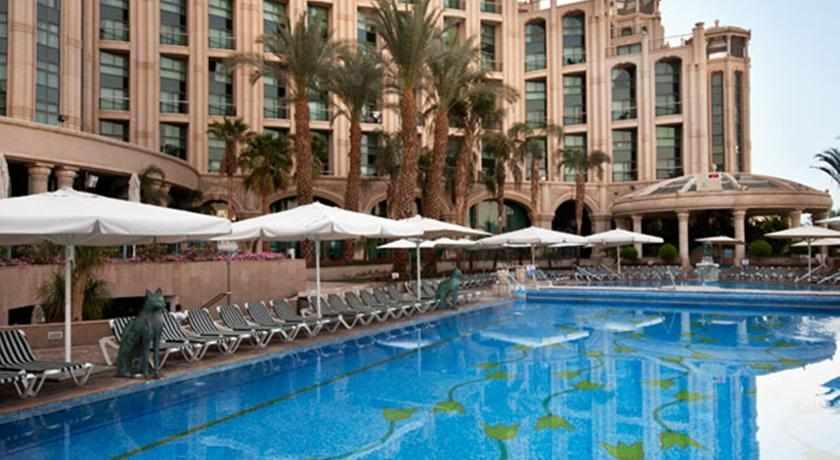 בריכת שחייה מלון מלכת שבא