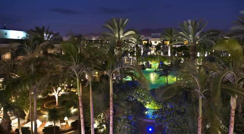 לילה במלון אגמים