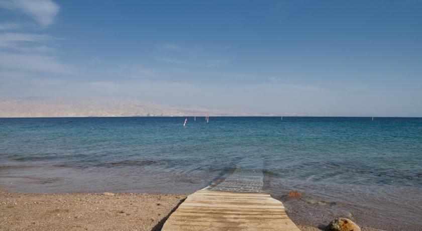 חוף מלון ים סוף