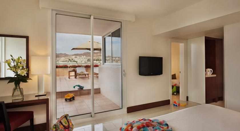חדר עם מרפסת מלון המלך שלמה