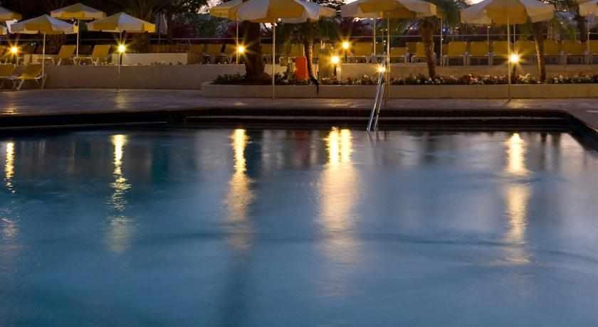 בריכת שחייה מלון לגונה