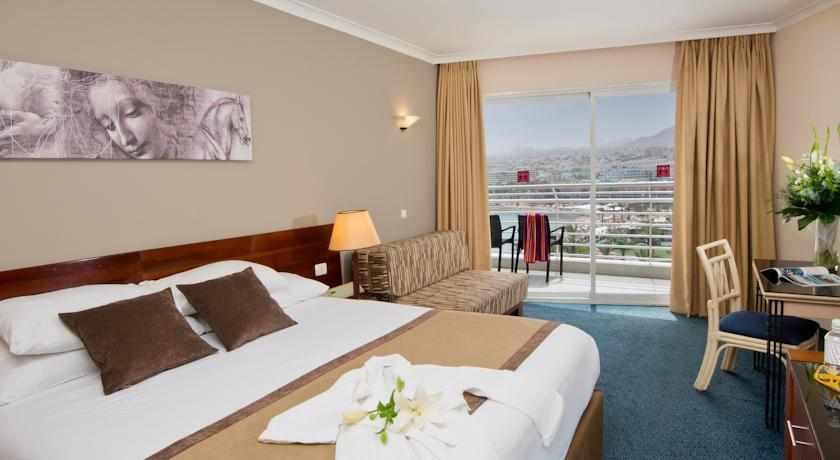 חדר זוגי עם מרפסת מלון לאונרדו פלאזה