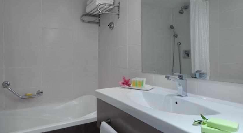 אמבטיה מלון לאונרדו פריוילג'