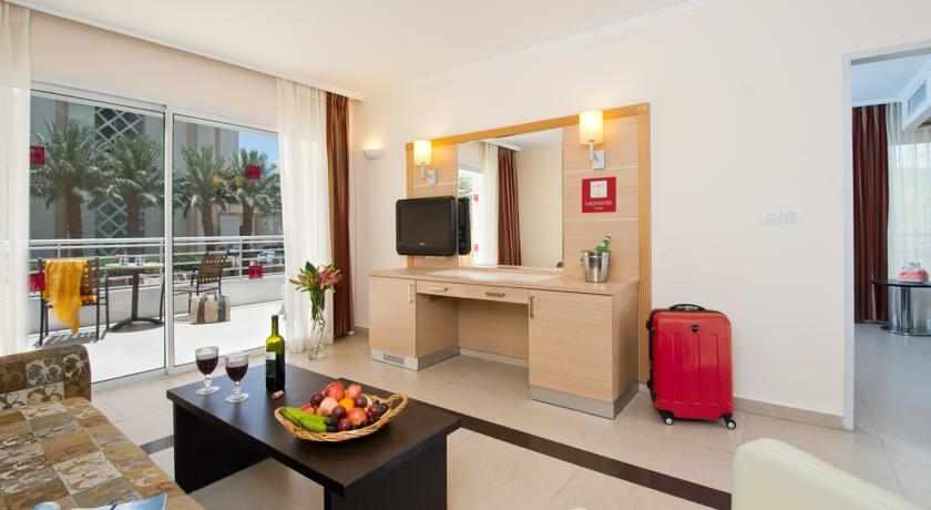 חדרי משפחה מלון לאונרדו רויאל ריזורט
