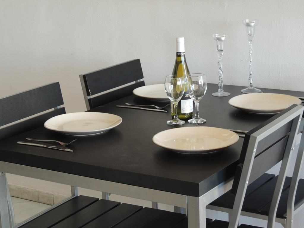 שולחן אוכל מלון דירות לב