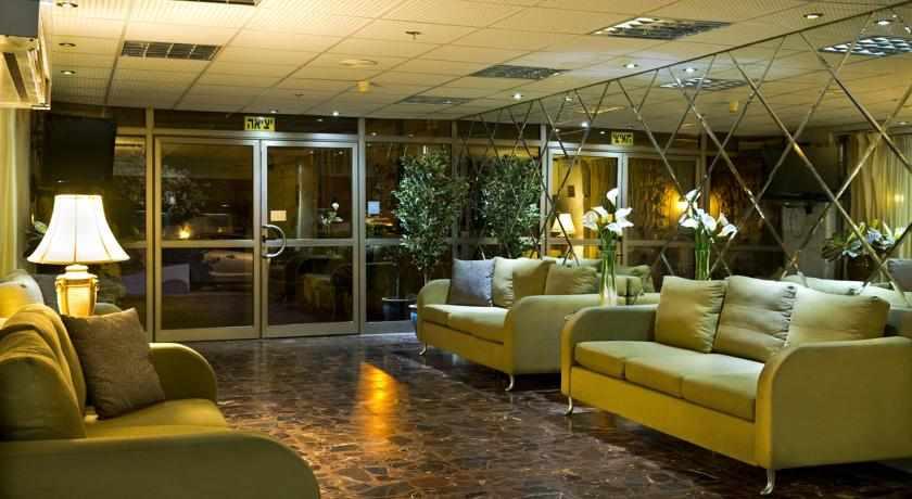 לובי מלון מלוני