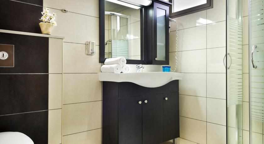 אמבטיה מלון מלוני