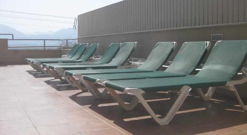 כסאות שיזוף מוטל אביב