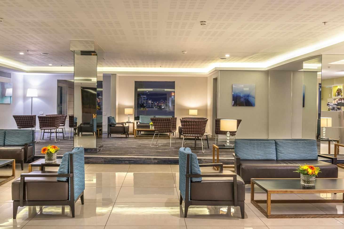 לובי בית המלון נירוונה קלאב