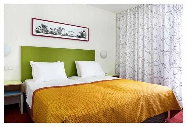 מיטה זוגית מלון נובה לייק