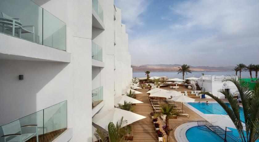 מרפסת נוף לבריכה מלון אורכידאה הריף