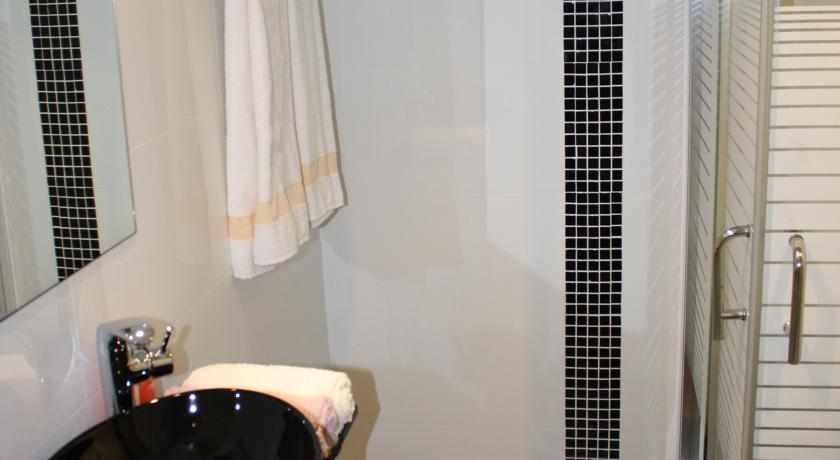 אמבטיה מלון סוויטות ריץ'