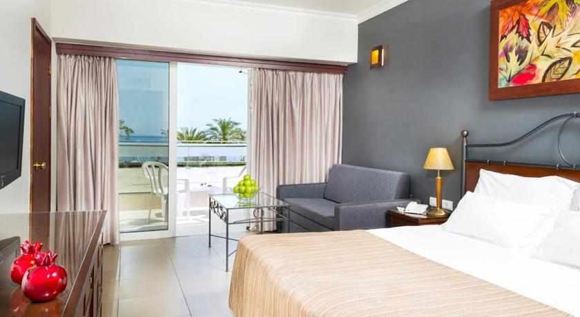 חדר עם מרפסת מלון רימונים