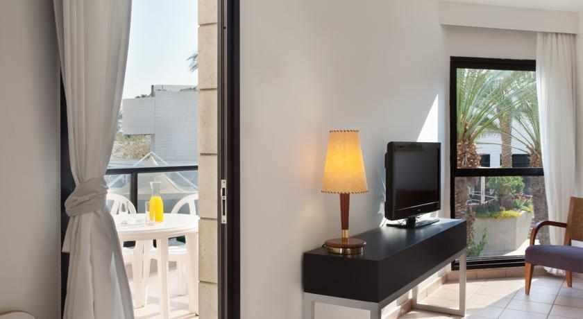 מרפסת בחדר מלון ריביירה קלאב