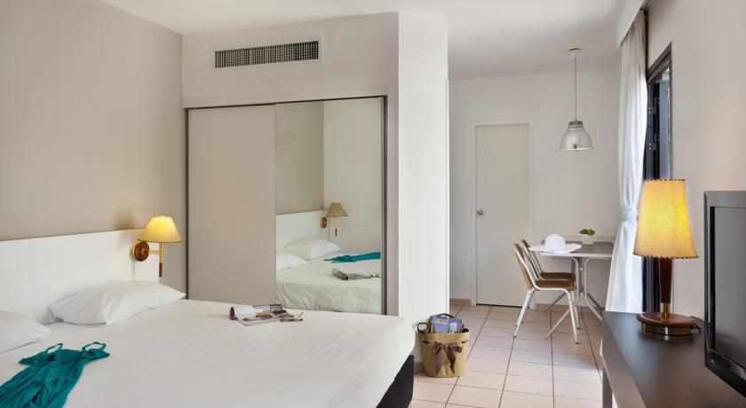 חדר זוגי מלון ריביירה קלאב