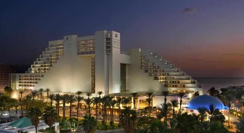 מלון רויאל ביץ' בלילה