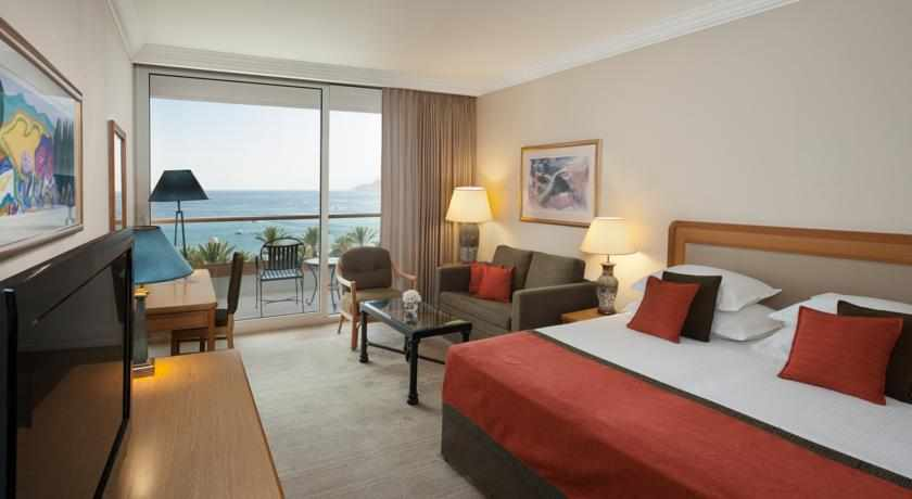 חדר פונה לים מלון רויאל ביץ'