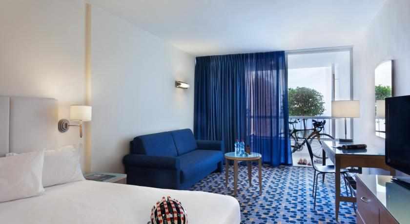 חדר עם מרפסת מלון ספורט