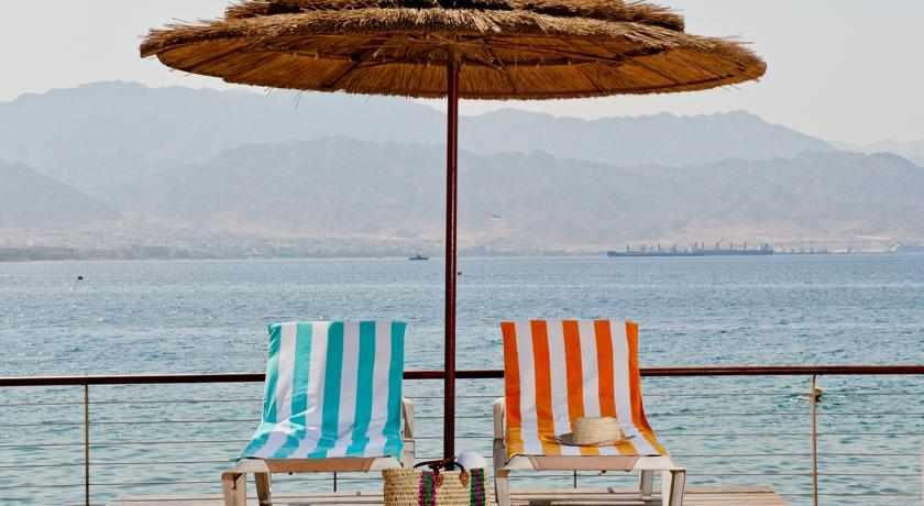 חוף ים מלון יו סוויטס