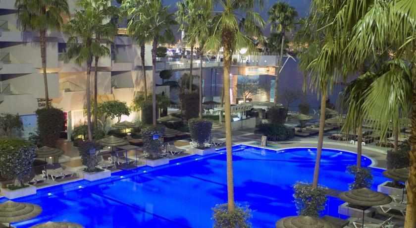 בריכה מלון יו סוויטס