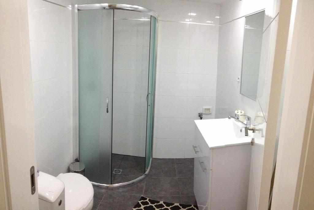 מקלחת דירות נופש אילן