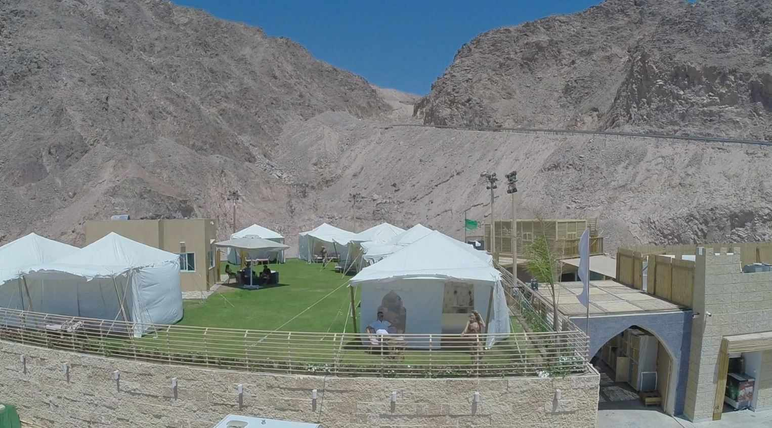 אירוח באוהלים בקולוניה